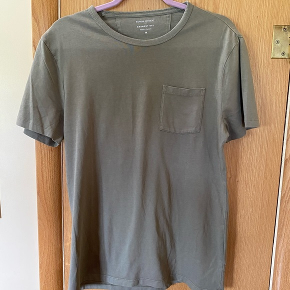 Banana Republic Other - Men's Banana Republic Pocket T-Shirt Size M
